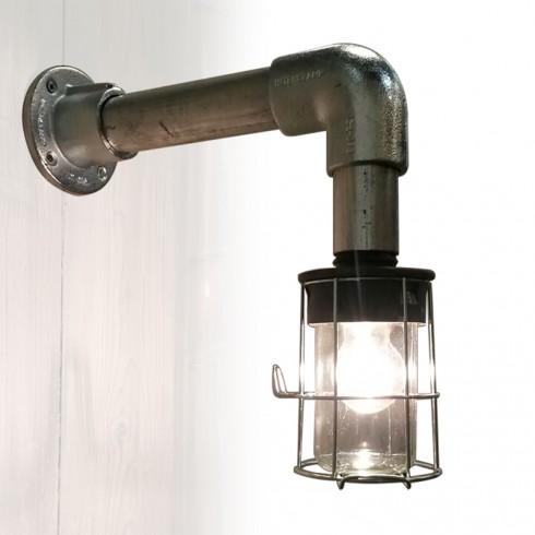 Industriële wandlamp van steigerbuis en koppelingen