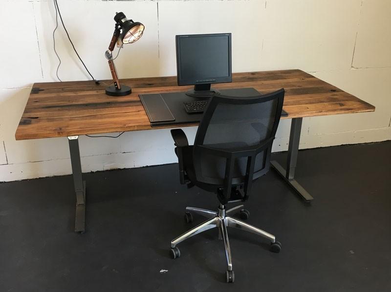 In hoogte verstelbaar zit sta bureau werkplek op kantoor zooff.nl