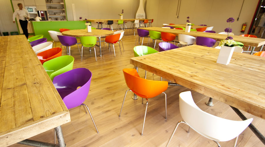 Project totaalinrichting kantine cemex - Inrichting van een lounge in lengte ...